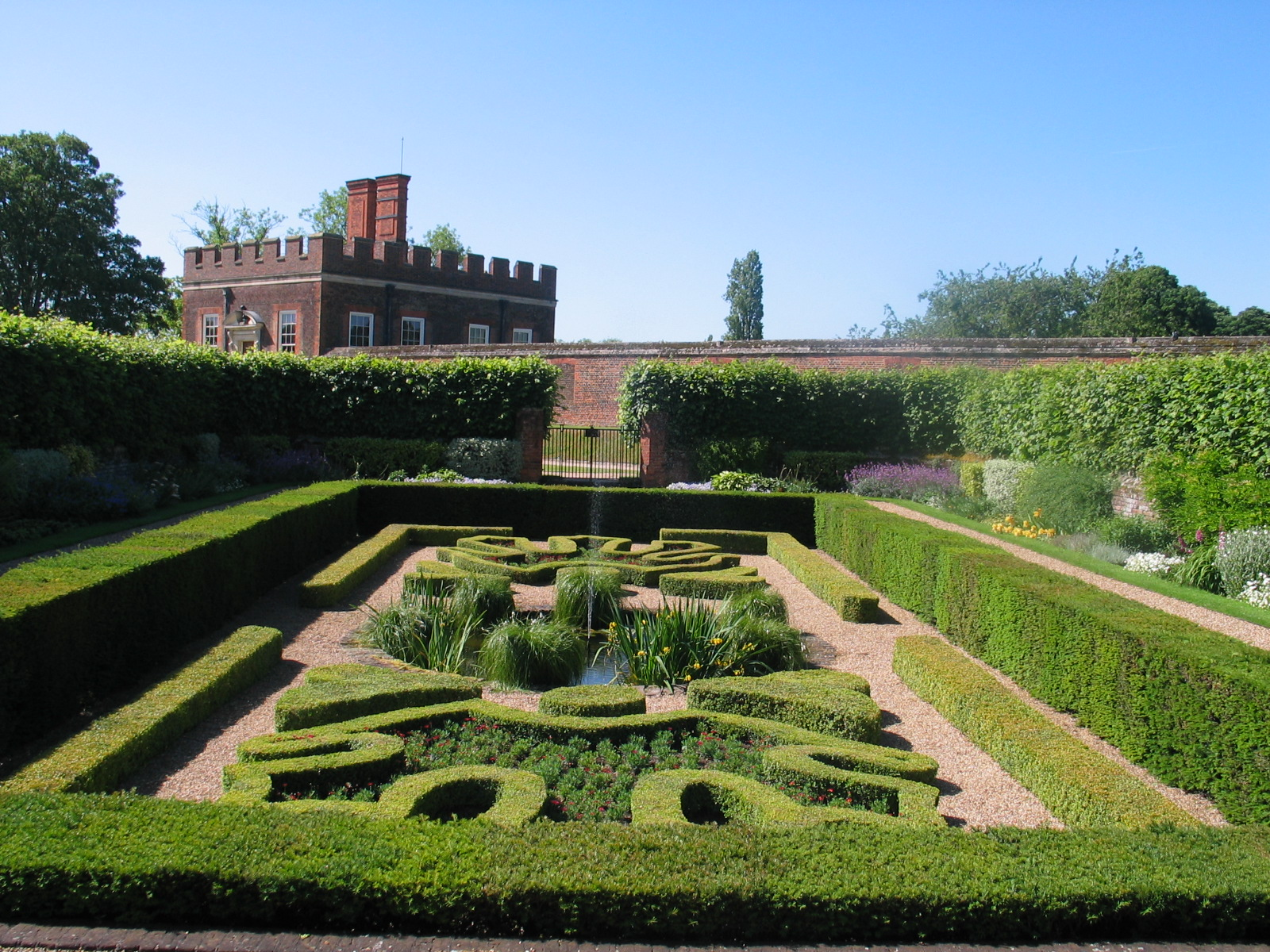 Trimmed boxwood in the english landscape american gardening in the gardens workwithnaturefo